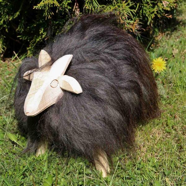 Drewniana owca Paul ze skóry jagnięcej Heidschnucke Model 47