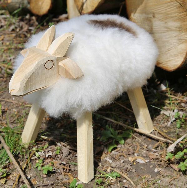 Drewniana owca Paul ze skóry jagnięcej Nakrapiana Model 49