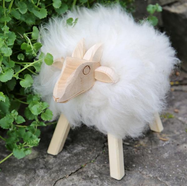 Drewniana owca Paul ze skóry jagnięcej Biała Model 50