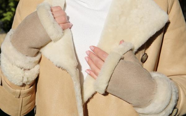 Rękawiczki bez palców z owczej skóry Mila.